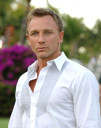 http://brightstarlights.files.wordpress.com/2008/03/daniel_craig.jpg